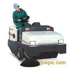 驾御室扫地车洗地机,路政公用扫地设备,大街清洁Dulevo100