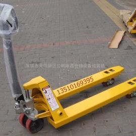 540*1150MM深圳3吨手动搬运叉车