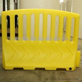高水马围栏规格 滚塑大围栏水马厂家 高塑料防护栏