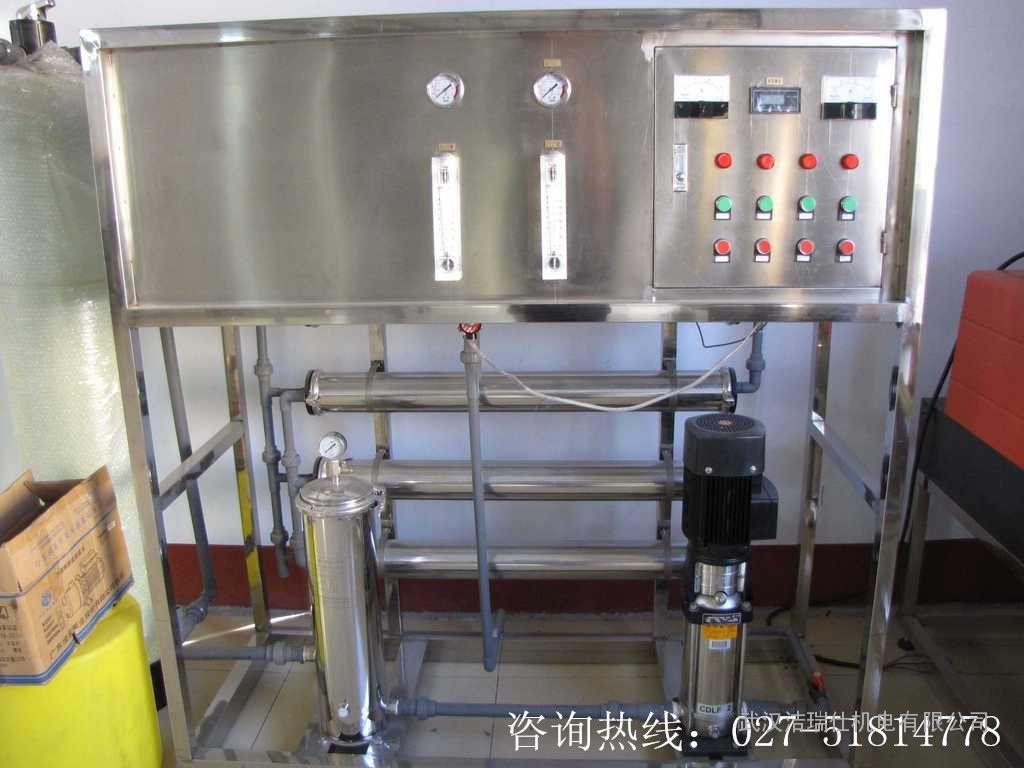 汽车玻璃水防冻液是怎么生产的?_玻璃水生产设备 玻璃