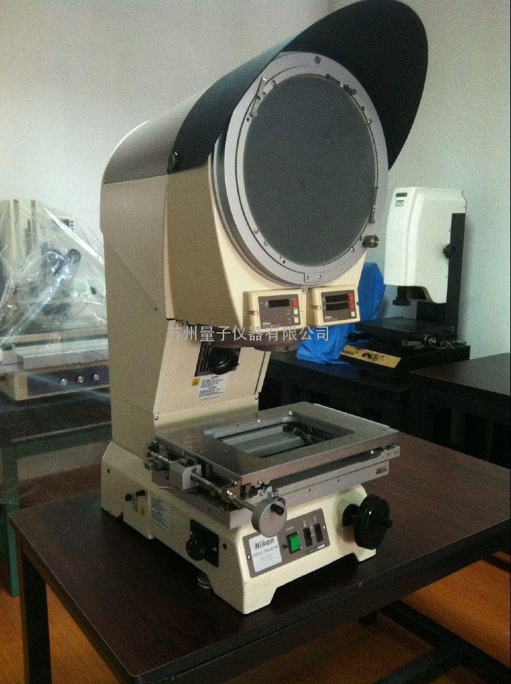 尼康投影机v-12b投影机采用转塔式结构