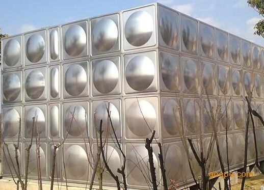 选材优质精良:优质食品级不锈钢SUS304极大延长可水箱的使用寿命,并能较好防止水质的二次污染。 结构独特合理:高强度的冲压板及箱内分布均匀的不锈钢拉筋使箱体承压均匀合理。 施工方便快捷:标准冲压板块1000×1000、1000×500、500×500mm随意装配现场组装焊接,无需吊装设备。 箱体轻盈美观:高质量的冲压工艺,既保证了箱体***大限度的承压需要,又降低了材料厚度,满足了箱体的美观实用要求。 3产品质量 选用进口不锈钢SUS304的不锈钢水箱专用板,符合国家