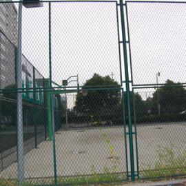 延安篮球场围网/体育场围网/浸塑铁丝网球场防护网/龙桥订制