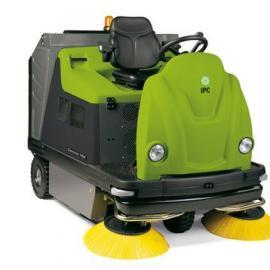 驾驶式扫地机1404