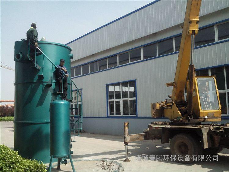 溶气气浮机   为钢制结构,其工作原理是:空气通过泵送入压力溶气罐,在