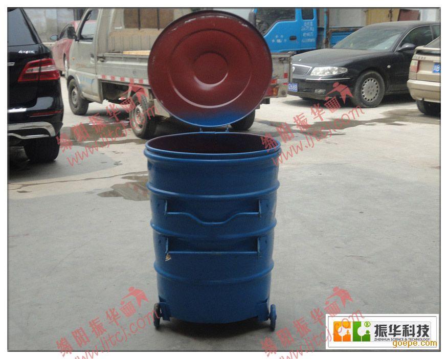 四川绵阳振华 环卫大铁桶ZH8004 尺寸: 700*900mm 板材厚度: 1.0 材质: 铁制 配件: 盖子+轮子 工艺: 以加厚铁皮为原材料,有模具折弯而成 使用场所: 乡镇、学校、街道、市集、小区等户外 颜色:主要分为蓝色和绿色两种 四川绵阳振华科技 环卫大铁桶ZH8004适用范围广,容积大,可屯放大量垃圾,一般用于垃圾收集、运输、中转桶盖由冲压后成型,桶身另加20~30mm宽加强筋,附件冲压成型,采用二保焊接而成,使桶身具有防撞击性能,坚固耐用。 带盖子、不带盖子的铁质垃圾桶ZH8004均有供应