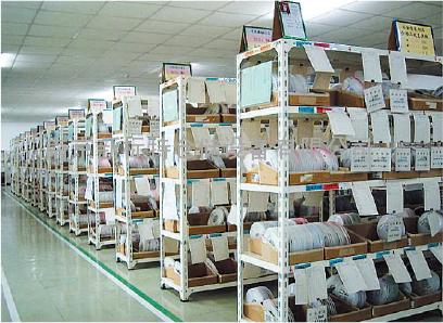 中型仓库货架,南京新标特仓储设备有限公司