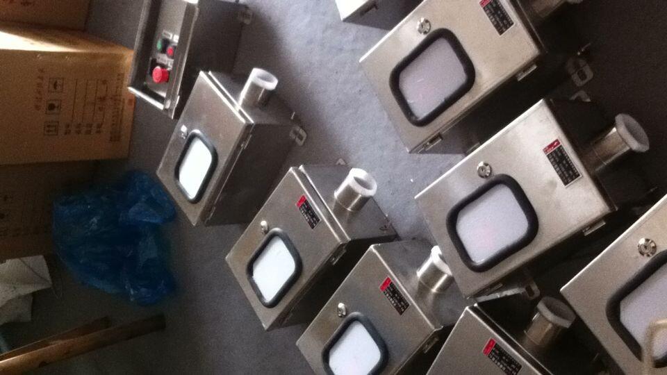 防爆操作柱材质:铝合金,不锈钢,钢板焊接 防爆操作柱配件:A按钮,B(电流表、电压表、频率表、转速表),C带灯按钮,D指示灯,R电位器 适用范围 BZC59不锈钢防爆操作柱带双层保护操作盒 1适用于爆炸性气体环境1区、2区; 2适用于可燃性粉尘环境20区、21区、22区; 3适用于A、B、C级爆炸性气体环境; 4BZC59不锈钢防爆操作柱适用于温度组别为T1~T6的环境; 5适用于石油采炼、储存、化工、纺织、印染等爆炸性危险环境特点 技术参数 BZC59不锈钢防爆操作柱带双层保护操作盒 1防爆标志:E
