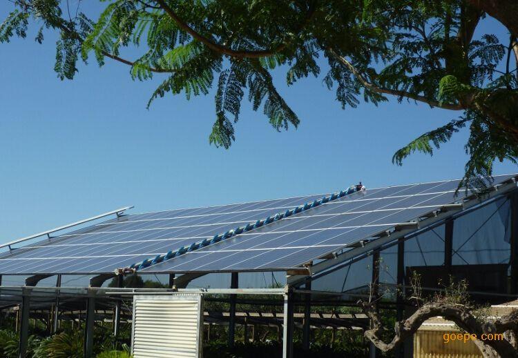 光伏太阳清洗设备-电池板清洗设备-电站光伏护角画冰晶玻璃图片