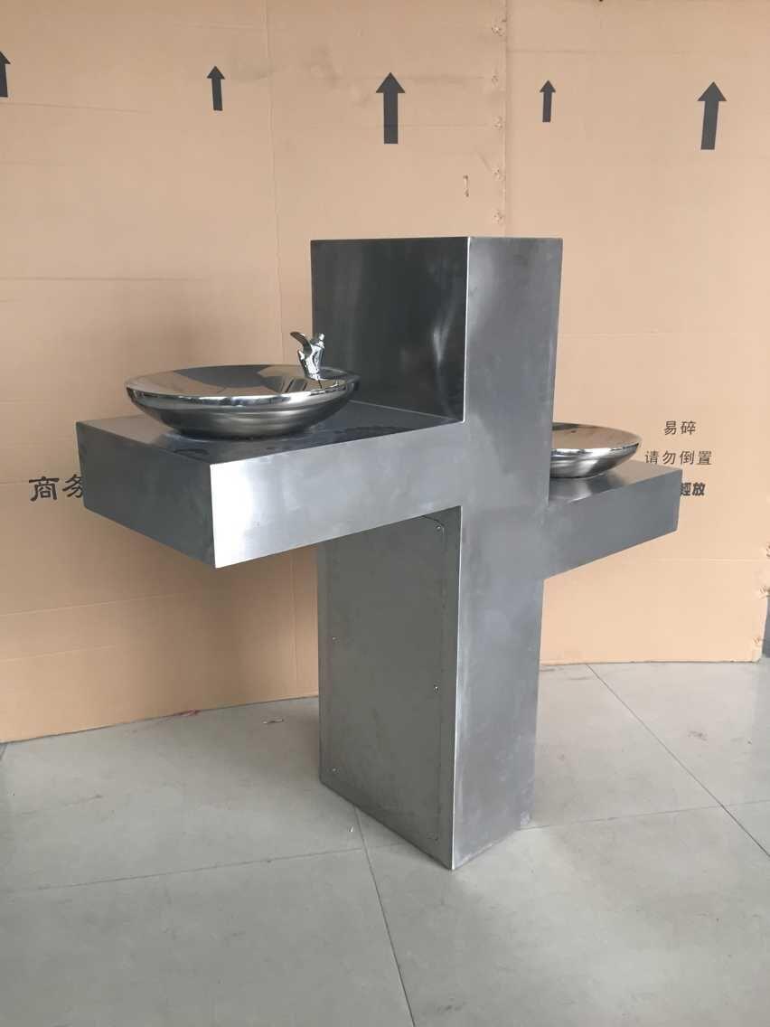 两盘喷水式直饮水台