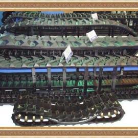 挖机底盘配件-神钢200塑料履带