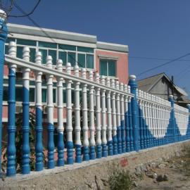 水泥围栏护栏工程刷漆