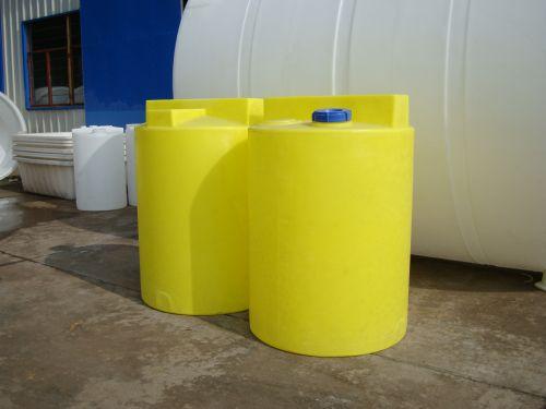 厂家供应2500L加药箱 塑料加药箱圆形加药箱