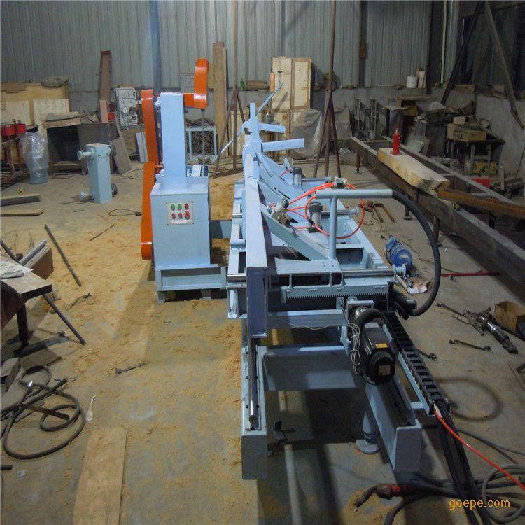 新型方木圆木推台锯新型推台锯型号CD-15832938361米型安全性强;锯销面光滑平整,适合短料硬杂木、解决大口径原木圆木、方木多片锯无法加工难题,新型推台锯的加工速度是带锯机的4倍以上。 【设计理念】: 上下单片锯设计,可节约7%10%的锯片磨损,若每年出产20000立方米的原木可增产1400立方米至2000立方米的成品,若每立方米按2000元计算每年可多赚300400万元;在用工方面,用带锯加工每立方米约须60元的工资,而原木推台锯每立方米仅须15元,若每年按2000立方米计算每年可节省90万元的