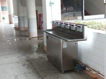 校园ic卡饮水台图片