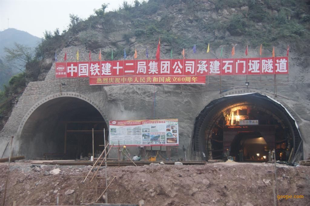共319×104km,然而,我国公路隧道建设起步较晚,与国外发达国家