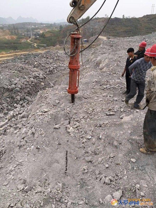 城镇建设大型基坑岩石替代炸药拆除设备