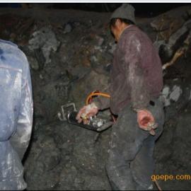 新疆阿勒泰富�开采宝石矿取代爆破无声不产生震动的机械设备