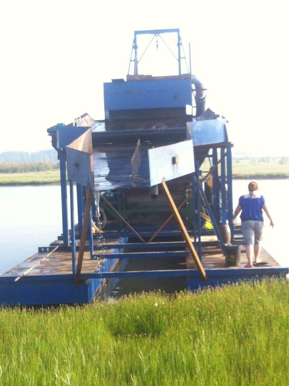 专业强磁板选铁船,强磁板吸铁船,吸铁船,选铁设备