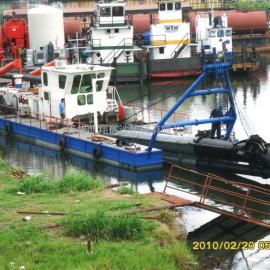 港口清淤挖泥船