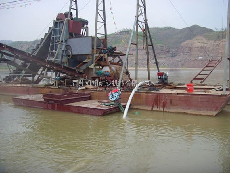 挖沙选铁船
