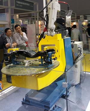 柔性工装夹具   柔性焊接自动翻转变位机      属于环保设计的实用