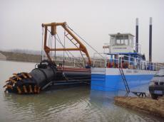 绞吸式抽沙船