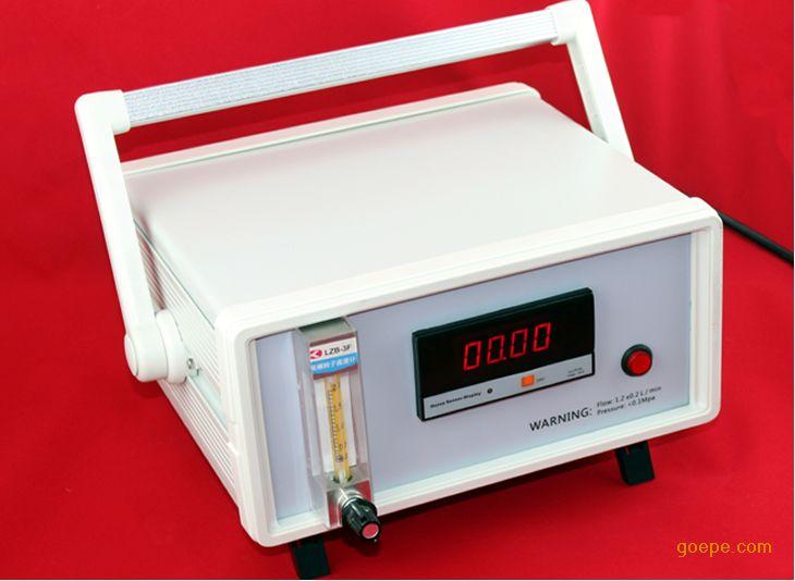 三、产品特点: 测试方法:双光束紫外光吸收法,测量精度高 产品优势:相比单光束更快的响应速度 紫外光源:长寿命紫外光源(253.7nm) 智能补偿:内置光源自动补偿功能 测量范围:极宽的测试范围0-200 g/m3; 产品供电:100到240VAC宽电压设计; 数据显示:LED显示,可选择背光,黑暗中也可清晰读数; 输出功能:可选配4-20mA电流信号输出或者RS485通讯 UV-200T型台式臭氧浓度在线分析仪开机即进入工作状态,建议热机10min后使用。 使用时,请首先确保电气、管路连接正确,流量控