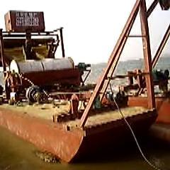 日选35吨铁粉铁砂船