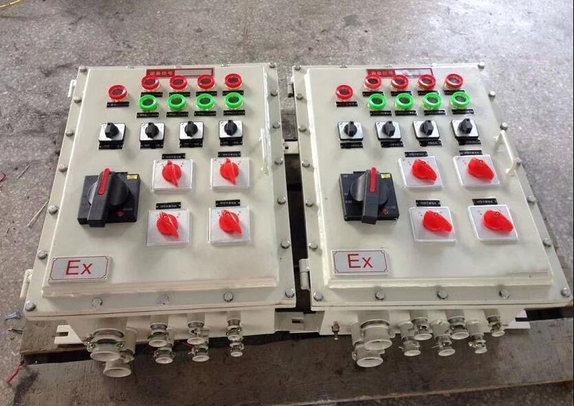 基本详情 1.产品材质:铸铝合金 用户可选择其他材质制作。 2.防爆标志:ExdeIIBT4Gb 3.额定电流:≤225A 4.额定电压:220/380V 24V/36V 5.防护等级:IP54 或 IP65 6.防腐等级:WF1 7.进出线口大小:G1/2 G3/4 G1 8.进出线口方向:下进下出 9.执行标准:GB3836.1、GB3836.2、GB3836.