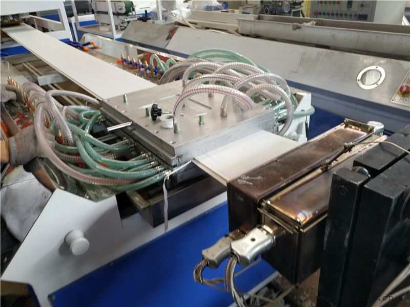 pvc竹木纤维墙板生产线设备