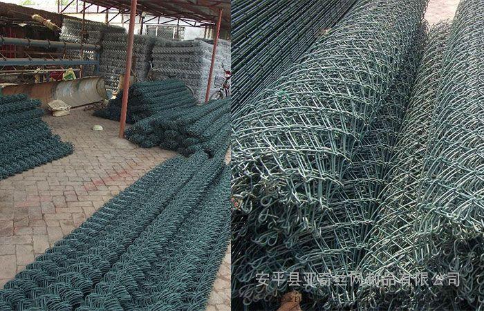 云岩岩石固定防护铁丝网/乌当山体边坡防护网施工设计 材质:PVC包塑丝 冷、热镀锌铁丝 特点:减少工程对环境的影响,低保卫护坡面积的土地,保持能充分强烈的岩石,通过人工植草植树,实施绿色功能。适用于任何复杂的地形,与此同时,不破坏原有地貌,产品呈网状分布,视觉干扰,便于人工造林,有利于环境、工程与环境融合系统灵活 用途:用于山体、边坡的防护,预防和控制岩崩、滚石等自然灾害的发生。 规格:丝径:2mm-4mm 网孔:40mm-15mm