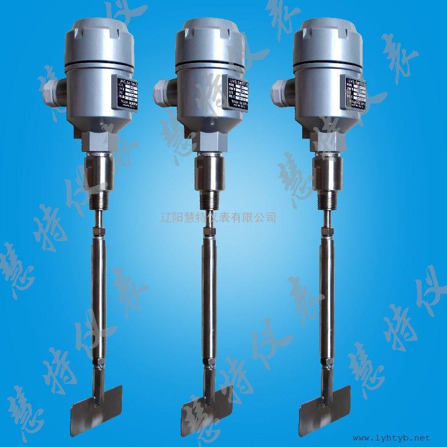 加长型ZXK阻旋式料位计使用一个低转速齿轮电动机驱动一个旋转的测量叶片,而该叶片可以感测到LPS 200 安装位置处的存在的物料。当物料与旋转桨叶接触时,旋转会停止,从而使一个继电器触点闭合。当桨叶不再被物料覆盖时,旋转就会恢复,继电器返回其正常状态。结构坚固,可以在包含固体颗粒物料的苛刻环境中使用。桨叶的灵敏度可以针对不同的物料特性(如在叶片上聚积)进行调节。   ---- 具有几种结构形式,包括紧凑型、延伸型和电缆延伸型。LPS配备有一个可以在多数应用使用的标准叶片,但为了提高对轻物料的检测灵敏度,也