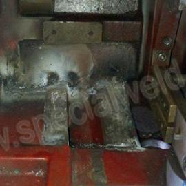 粉末成型压机的铸铁机座焊接