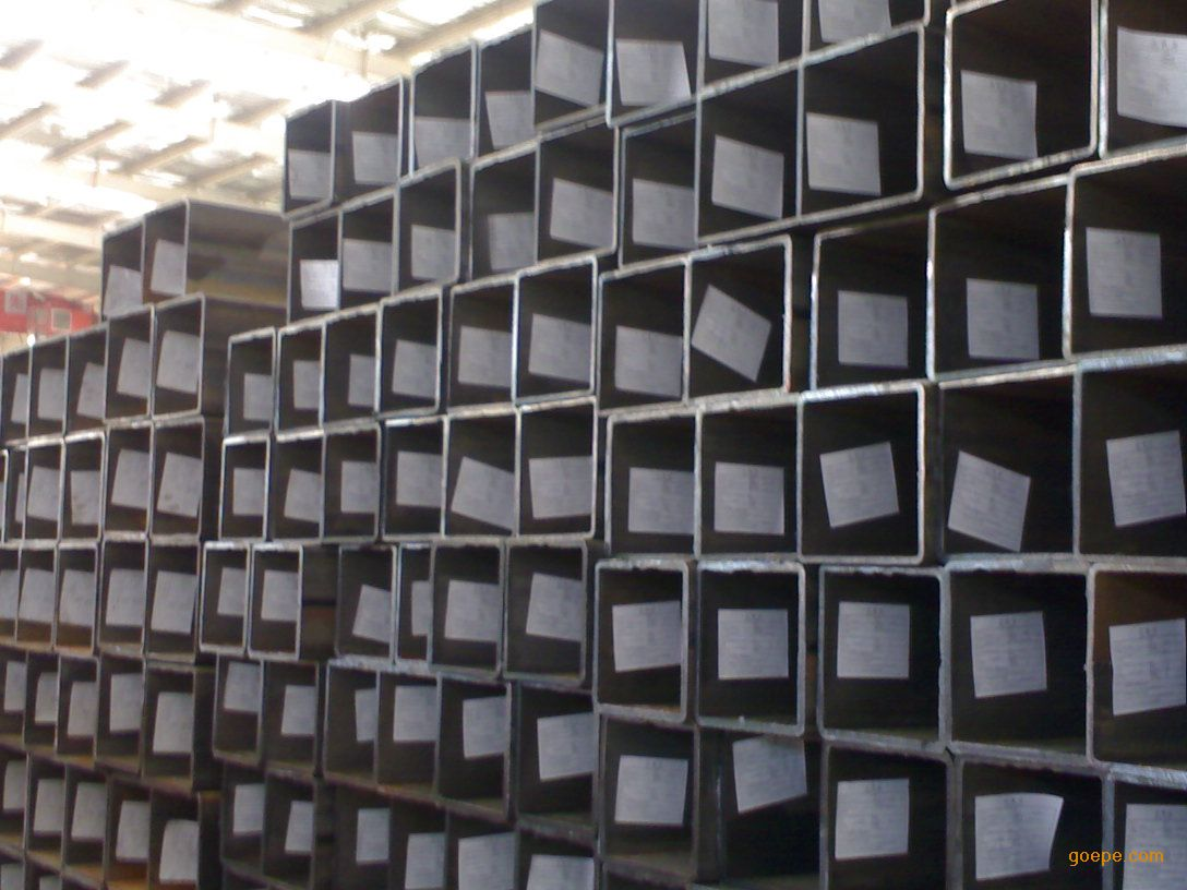 方管,矩形管常用于各种建筑结构和工程结构,如房梁,桥梁,煤矿,输电