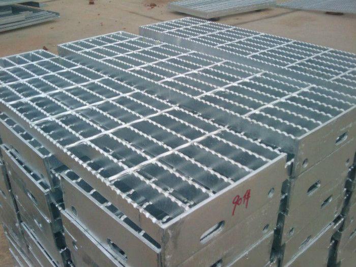 泰安钢格板平台钢格栅踏板热镀锌303 50 100楼梯踏板