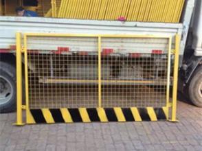 基坑临边护栏施工电梯安全门基坑防护网洞口安全防护网临时护栏