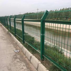河岸边新装铁丝护栏网百瑞护栏网