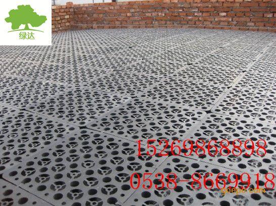车屋顶板的排水天沟按建筑防水设计要求,对排水天沟的两侧内壁必须做