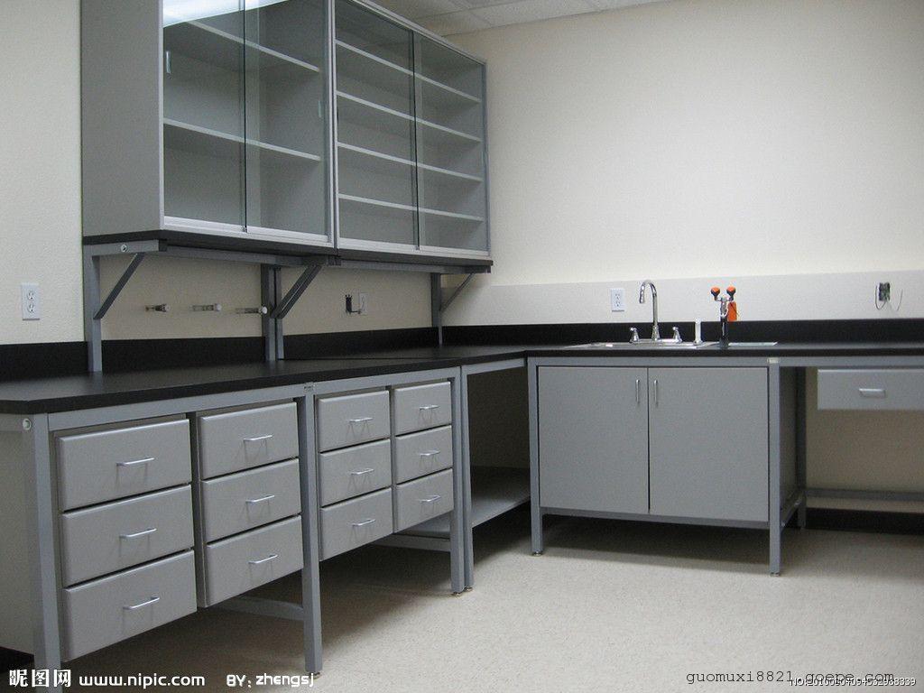 c型钢架+木制柜体;钢制试剂架,层板玻璃或钢制;木制吊柜;pp水盆;三联