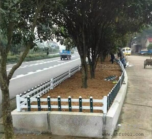 阜南PVC草坪护栏厂家批发价格是多少
