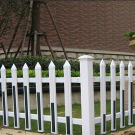 广西PVC草坪护栏厂家南宁塑钢护栏厂家三亚PVC护栏厂家
