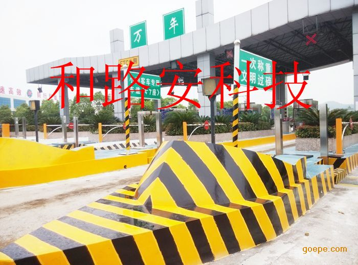 深圳交通黄黑标线,道路黄黑立面标记现,安全岛黄黑警示线