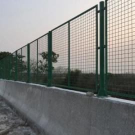 斜坡地段金属网片防护栅栏
