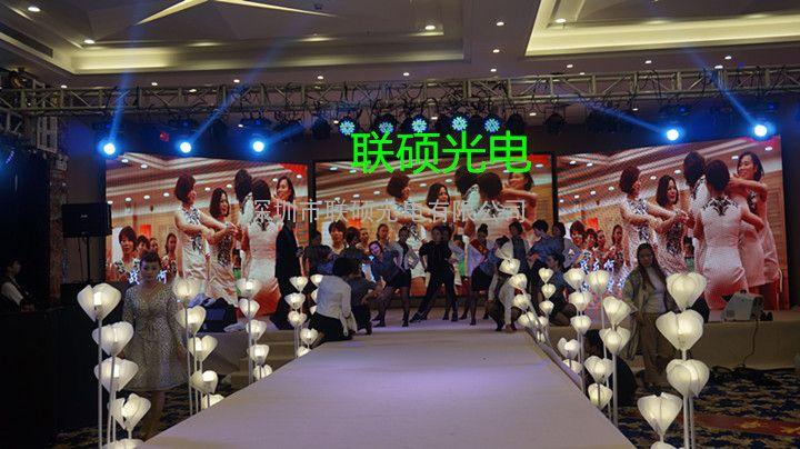 婚庆高清P2.5全彩LED电子大屏幕厂家报价