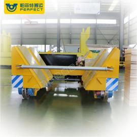 运输卷材物料蓄电池转运车轮胎式四轮V型架轨道平车电动平板车