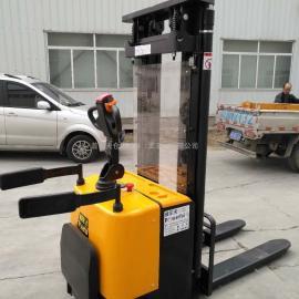 1.5吨 2吨全电动堆高车 堆垛车 电动升降机 装卸叉车 电瓶叉车
