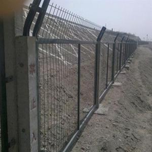 铁路桥下防护栅栏