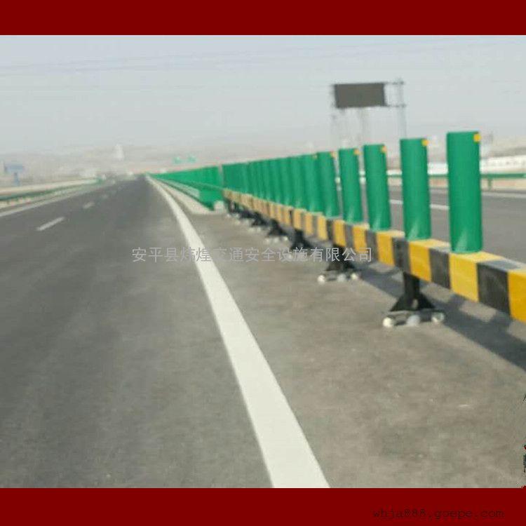 产品展示 护栏|护栏网 折叠式活动护栏 > 高速公路防撞护栏@铜川高速图片