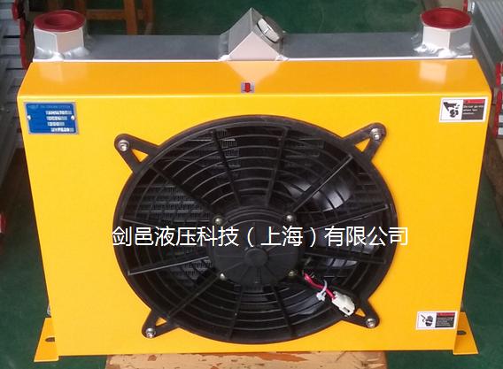 徐工机械65吨汽车起重机液压吊车散热器液压冷却器图片